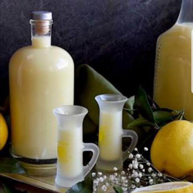 Italian Homemade Crema di Limoncello ( Digestif Liqueur)