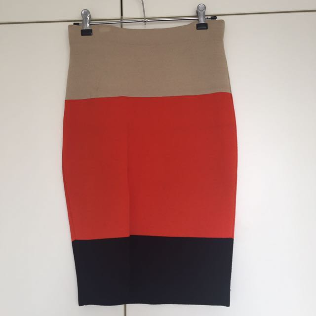 Ladies knitted Country Road pencil skirt (very stretchy)