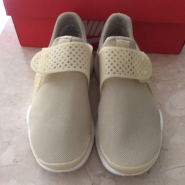 NIKE WOMAN OR KIDS AUTHENTIC 36