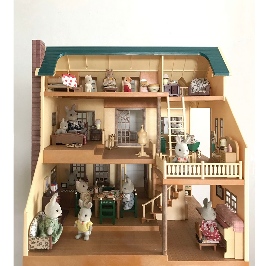 Sylvanian Family Deluxe House on the Hill, Toys & Games ...