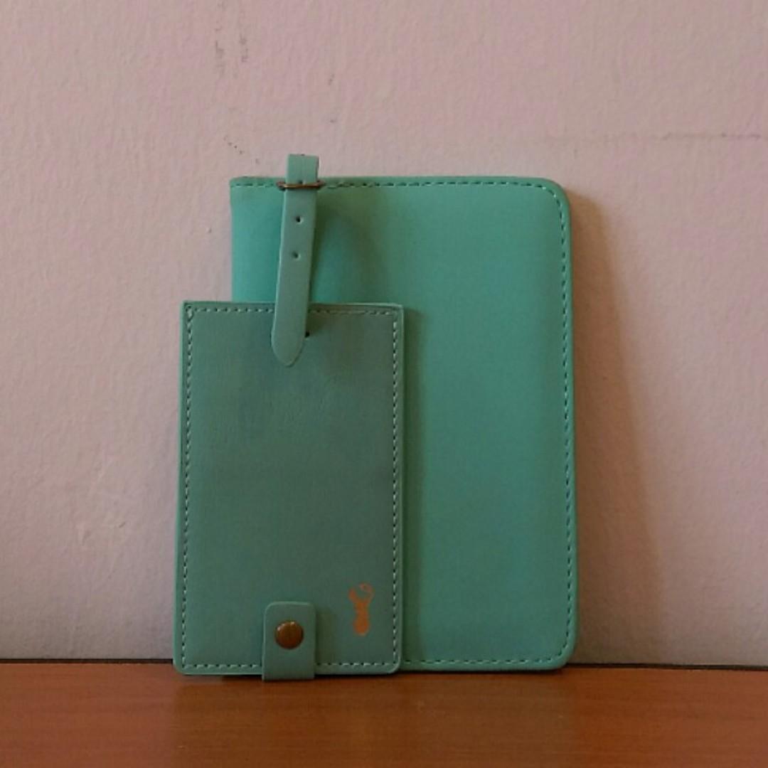 Typo Passport Holder + Luggage Tag