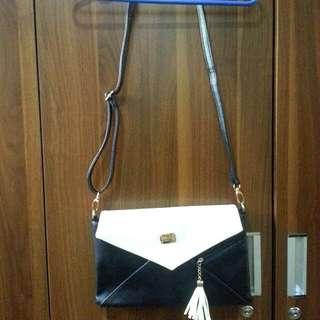 Kimbel International Black and white shoulder Bag
