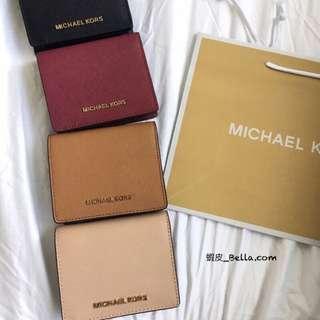 🚚 美國代購🇺🇸 Michael Kors MK 立體logo 女生 防刮皮革 短夾 有鈔票格 釦式短夾 皮夾