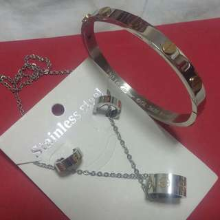 Cartier Set Of Earing,bracelet And Necklace (not Real)
