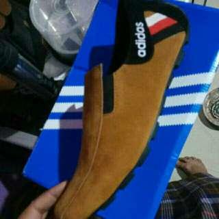 Sepatu adidas casual pria