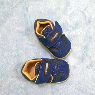 Sepatu converse baby
