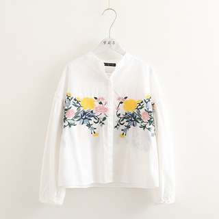 2018 spring new small fresh heavy flower embroidery shirt female wild loose section collar white shirt