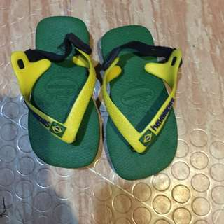 Pre-loved havainas for infants up to 1 yr and half. Original from havainas store dubai. Used only few times