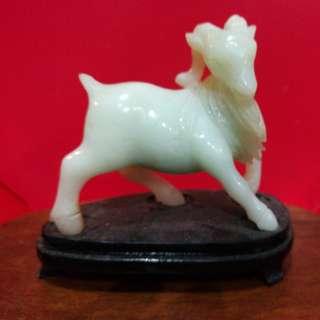 玉石羊雕一只