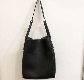 Lindy handle style tote