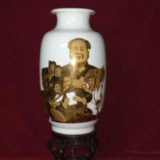 毛主席与工农兵的鎏金瓷瓶 - 中南海钓鱼台国宾馆