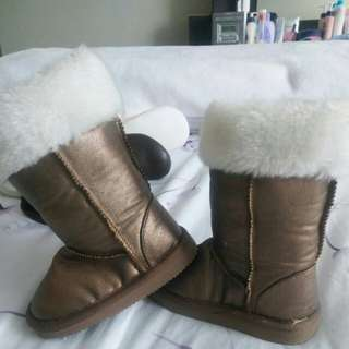 baby boots size 5. from old navy