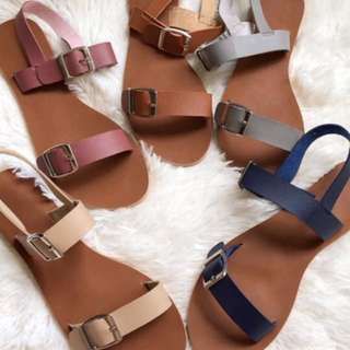 Buckle straps sandals