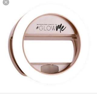 Glowme impressions vanity iPhone selfie light