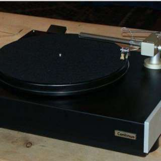 Opus continuo turntable with Cantus linear tonearm