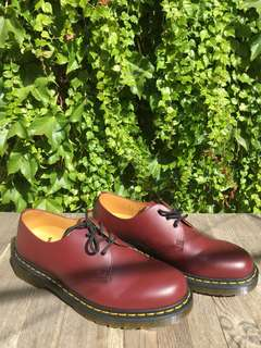barely used mens shoes
