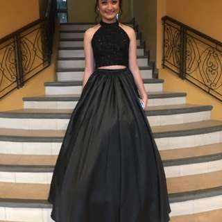 Elegant black gown for rent (FOR RENT ONLY)