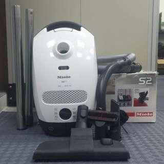 Miele vacuum cleaner S2