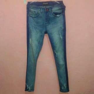Jeans wanita modern