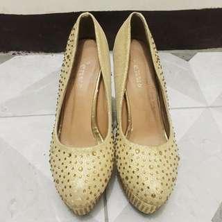 Gold Sparkling Stilettos