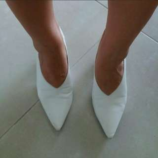 Uniqlo GU white pointy heels