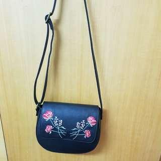 專櫃二手玫瑰刺繡側背包