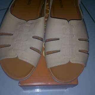 Sepatu sandal merk Connexion