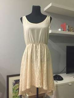 Beige sleeveless lace dress