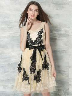 AO/DZC072618 - Black Flowers Embroidered Tying Waist Lace Dress
