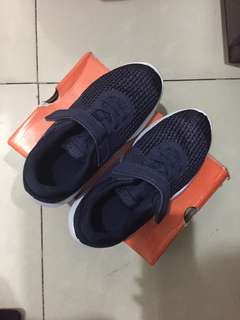 Nike revolution kids navy