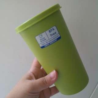 Wadah minum bertutup / botol air hijau