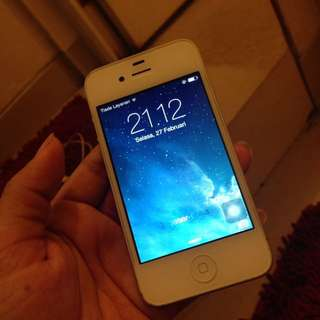 iPhone 4  ( 8 GB )