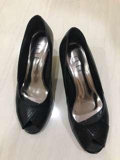 Elle black heels