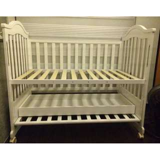 Used Baby Cot  . Rocker / Toddler Bed