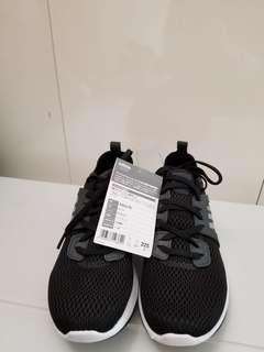 Adidas 黑色白底波鞋,購自日本,女裝,全新,size 22.5,不設試鞋