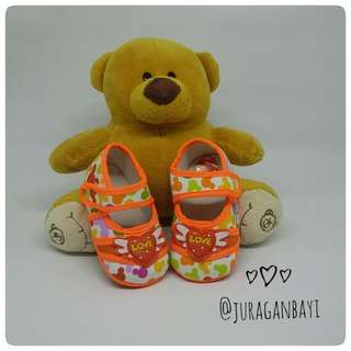 Sepatu Bayi orange flower