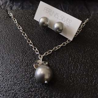 BN Perlini's Silver light grey pearl necklace and earrings set
