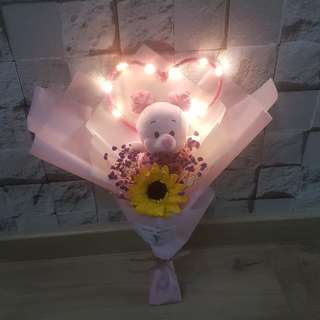 Piglet with babybreath and sunflower bouque