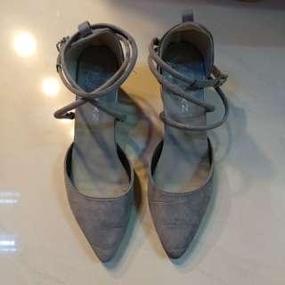 二手 伴娘/姊妹/宴會 灰色尖頭繩帶扣 鞋 顯腳 修長 斯文大方