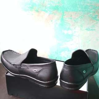 Sepatu full kulit.size 42