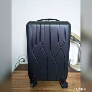 四輪行李箱(幾乎全新)