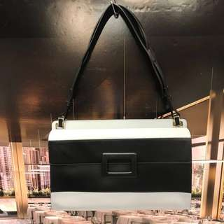 新春大優惠Roger Vivier Leather Handbag