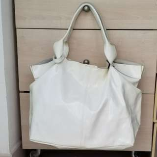 一折: 全新法國 florian allogio milky patent leather handbag 漆皮奶白色手袋