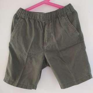 uniqlo army green shorts