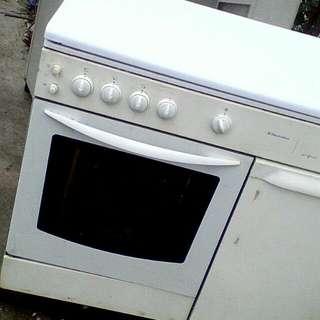 Kompor electrulux 4 tungku oven api atas bawah