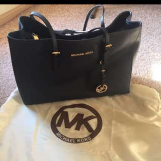 PRICE DROP Genuine MK Large Bag good as new. hardly used.