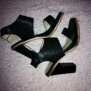 Voir heels