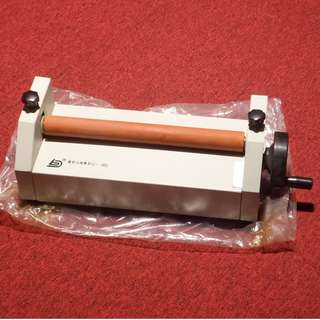 OYAMA Manual Vinyl Photo Film 360mm Cold Roll Laminator  Hand Crank Pressure Sensitive Laminator Machine