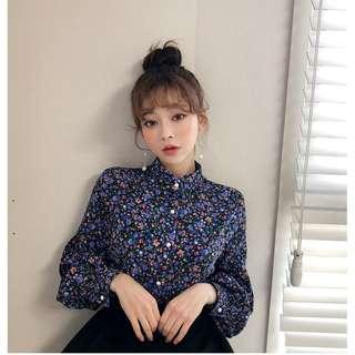 自製設計款浪漫春季碎花長袖襯衫 blouse ( CHUU 官網代購 ) 泡泡袖 寬鬆 高領 珍珠釦 立領 上衣 花卉