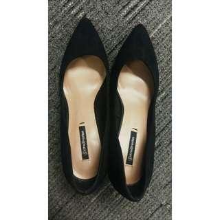 Sepatu stradivarious